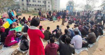 সেপ্টেম্বরের মধ্যে খুলতে হবে শিক্ষাপ্রতিষ্ঠান, আন্দোলনে নামছে শিক্ষার্থীরা