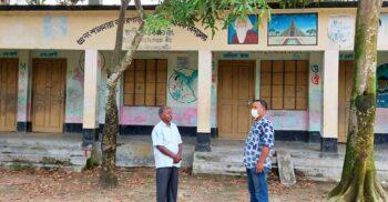 প্রশংসায় ভাসছেন ৩০ লক্ষ টাকার জমি দিয়ে বিদ্যালয় বাঁচানো শিক্ষক জগদিশ