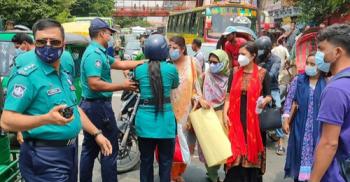 নীলক্ষেত মোড় অবরোধ করে আন্দোলনে সাত কলেজ শিক্ষার্থীরা